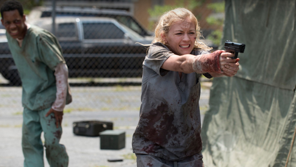 The Walking Dead: Emily Kinney e Tyler James Williams in una scena dell'episodio Il prezzo della salvezza