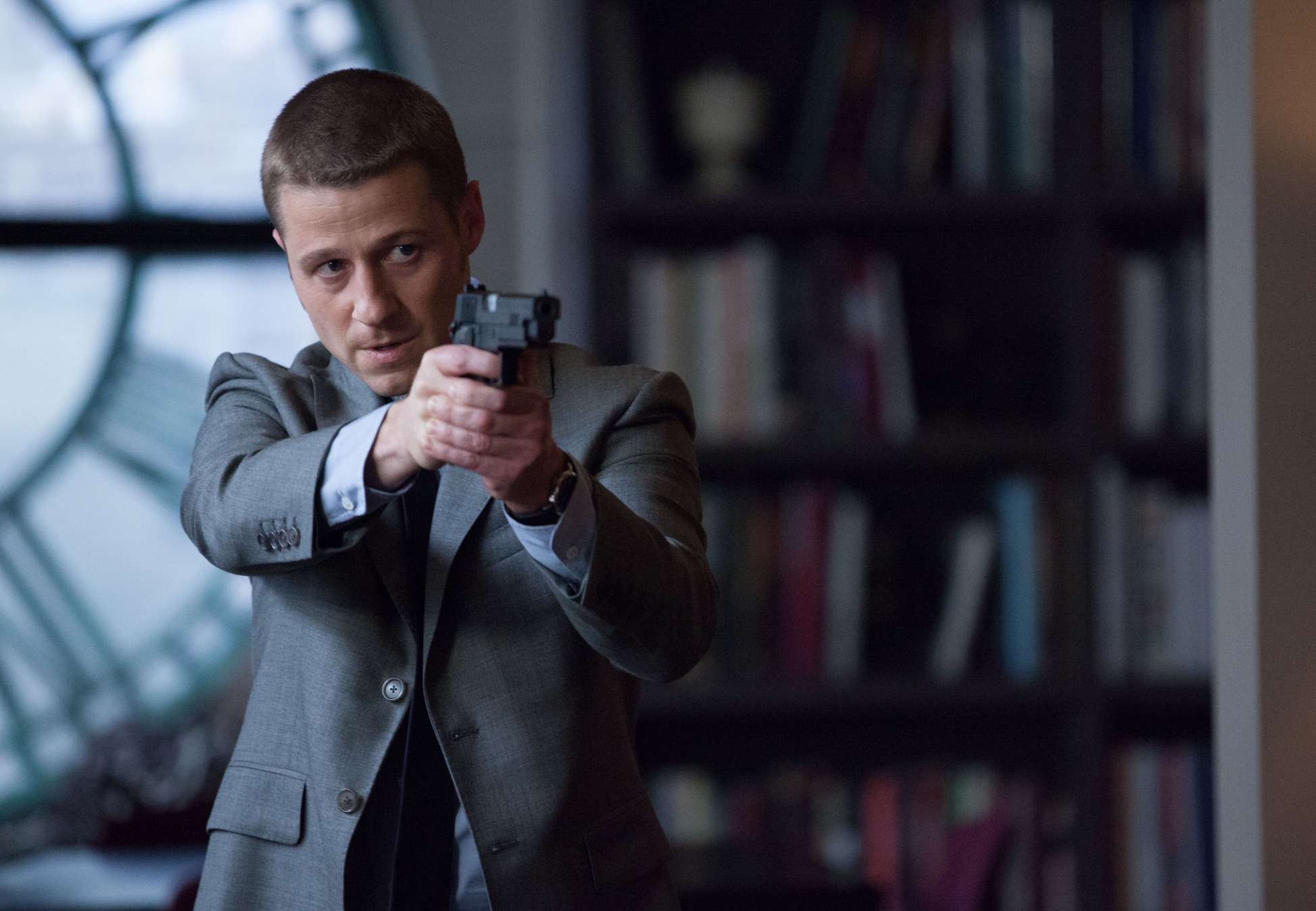 Gotham: Ben McKenzie interpreta James Gordon in L'ombrello del Pinguino