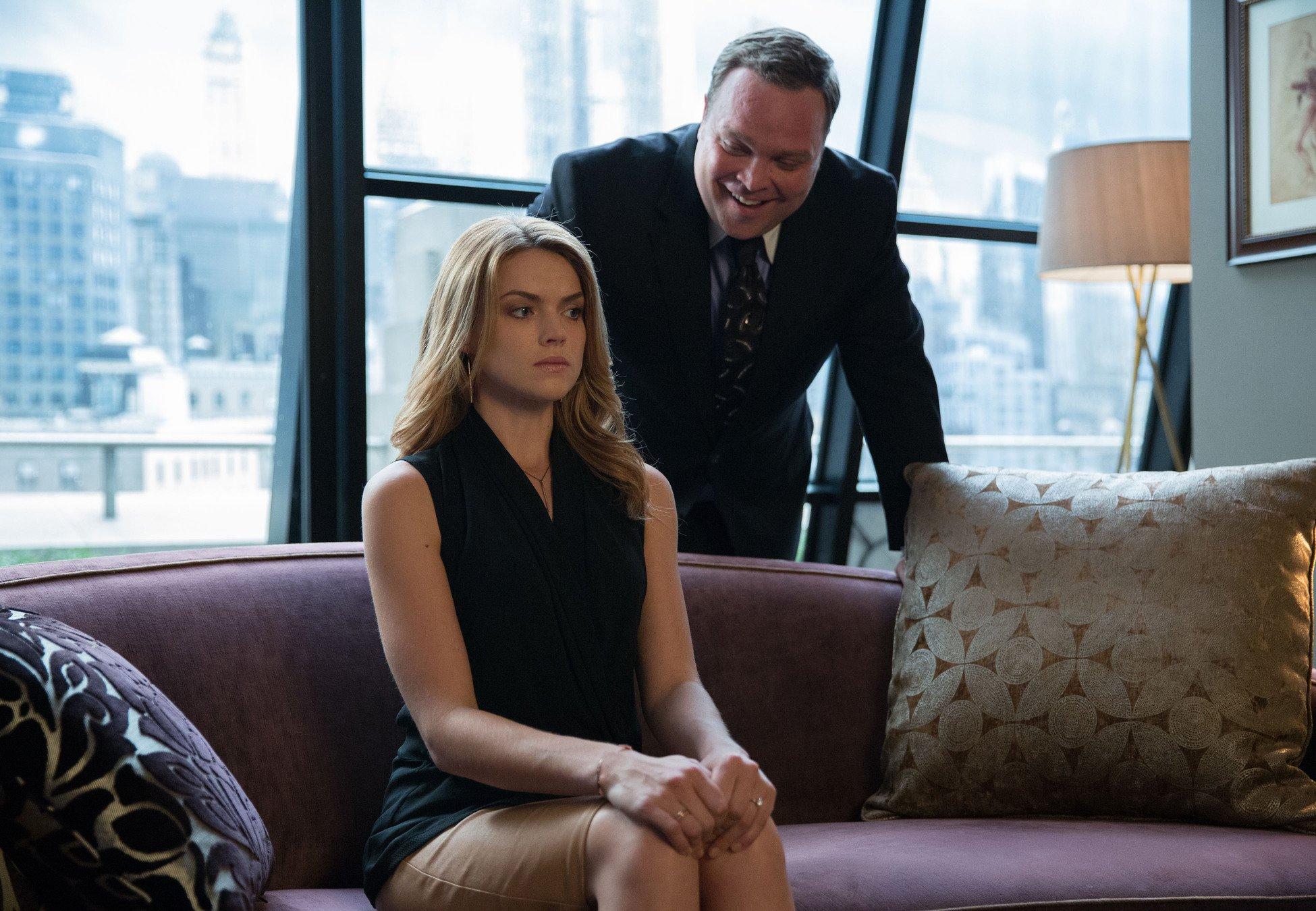Gotham: Erin Richards in una scena dell'episodio intitolato L'ombrello del Pinguino