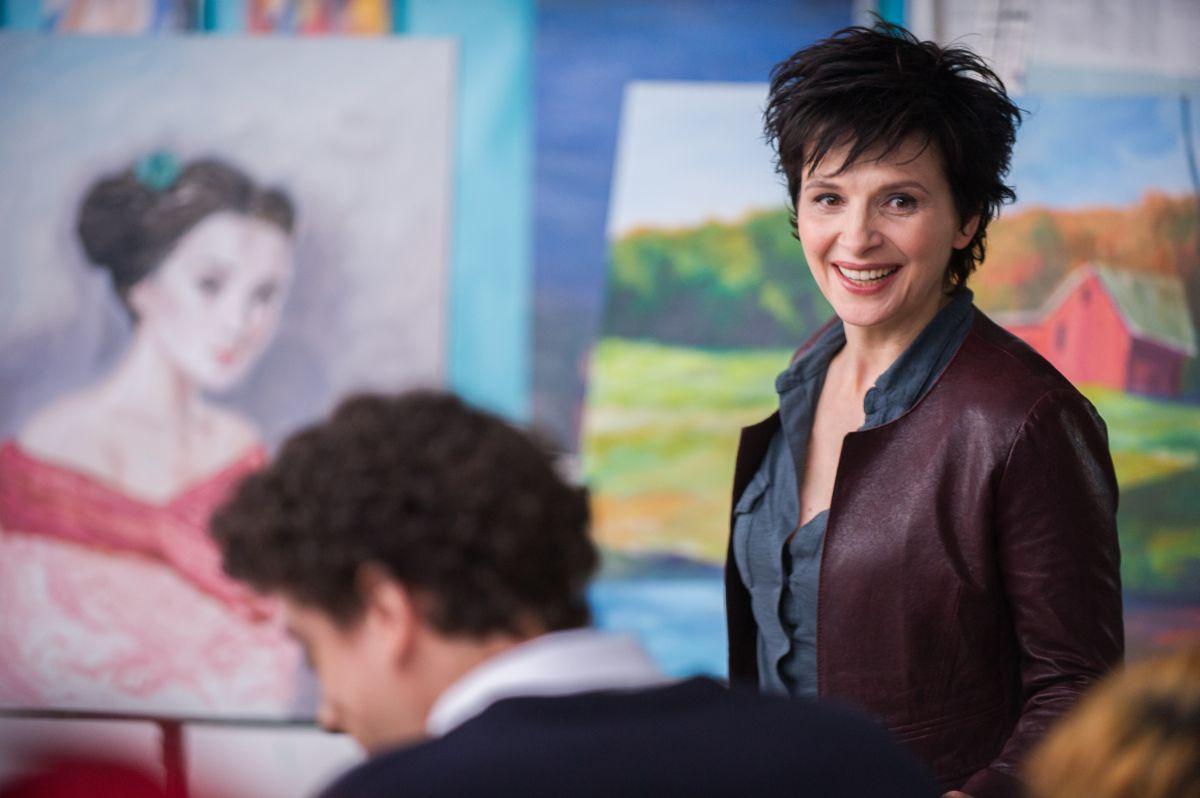 Words and Pictures: Juliette Binoche nei panni dell'insegnante d'arte Dina Delsanto in una scena