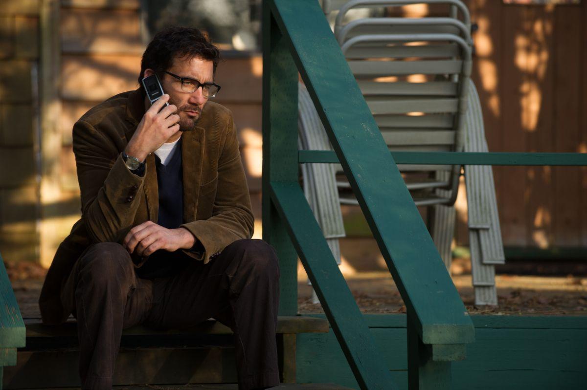 Words and Pictures: Clive Owen nei panni dell'insegnante di inglese Jack Marcus in una scena del film