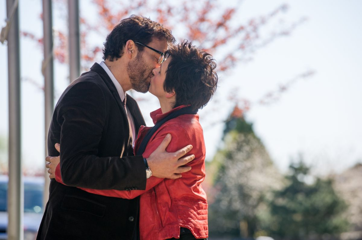 Words and Pictures: Juliette Binoche bacia appassionatamente Clive Owen in un momento del film