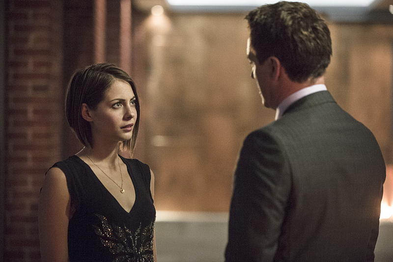 Arrow: Willa Holland in una scena di The Secret Origin of Felicity Smoak