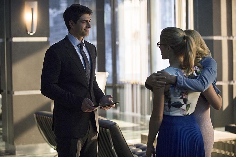 Arrow: Brandon Routh, Emily Bett Rickards e Charlotte Ross in The Secret Origin of Felicity Smoak
