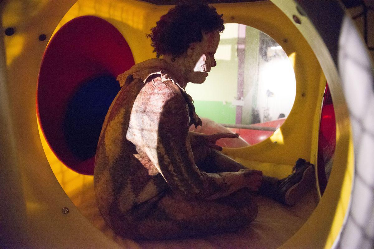 Clown: Andy Powers nei panni del clown assassino in una scena del film