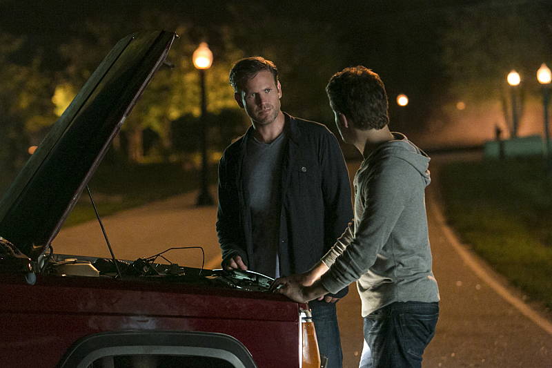The Vampire Diaries: Matthew Davis e Paul Wesley nella puntata intitolata The More You Ignore Me, The Closer I Get