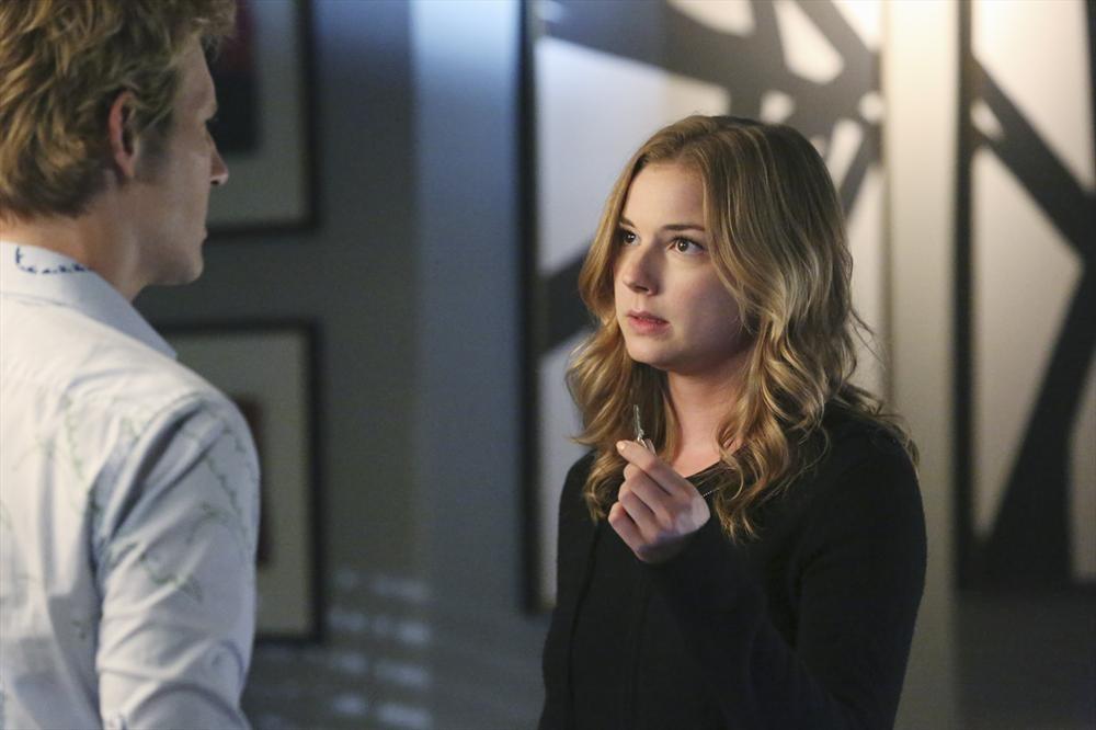 Revenge: Emily VanCamp e Gabriel Mann in una scena dell'episodio Ambush
