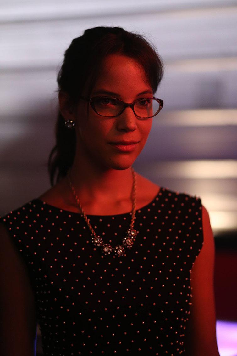 Sleepy Hollow: l'attrice Caroline Ford in una scena della puntata intitolata Heartless