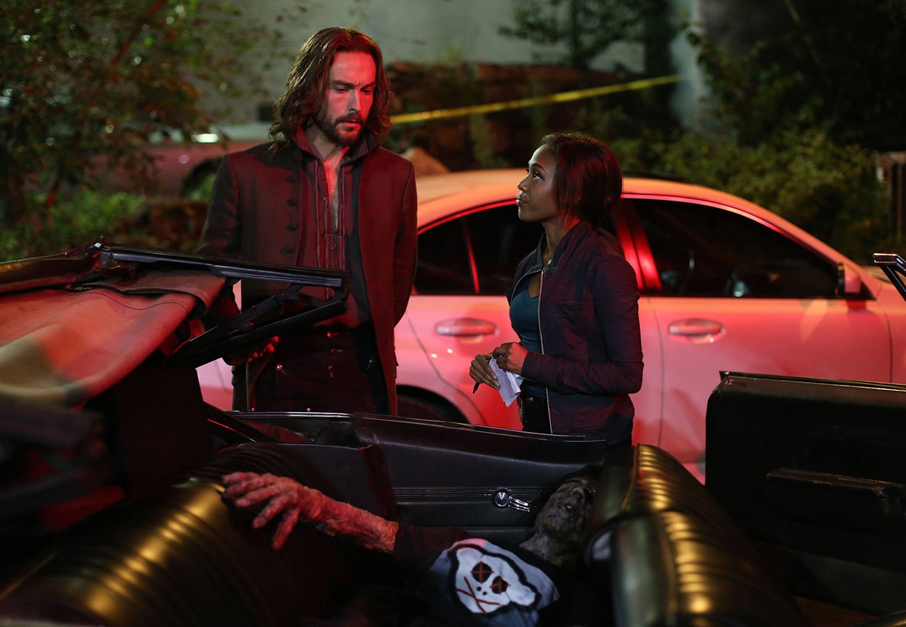 Sleepy Hollow: Tom Mison e Nicole Beharie in una scena dell'episodio Heartless