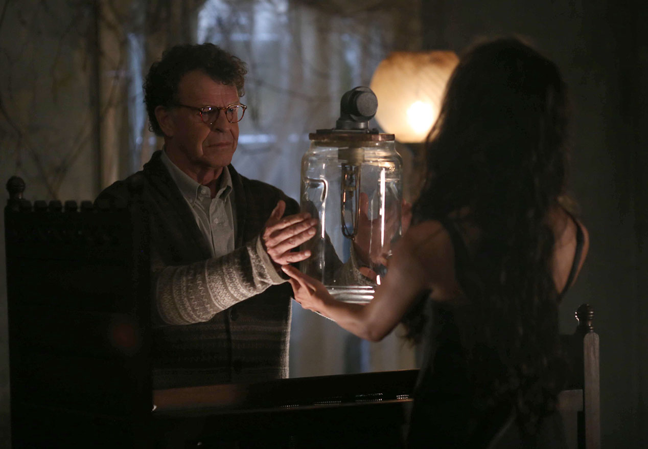 Sleepy Hollow: John Noble in una scena della puntata intitolata Heartless