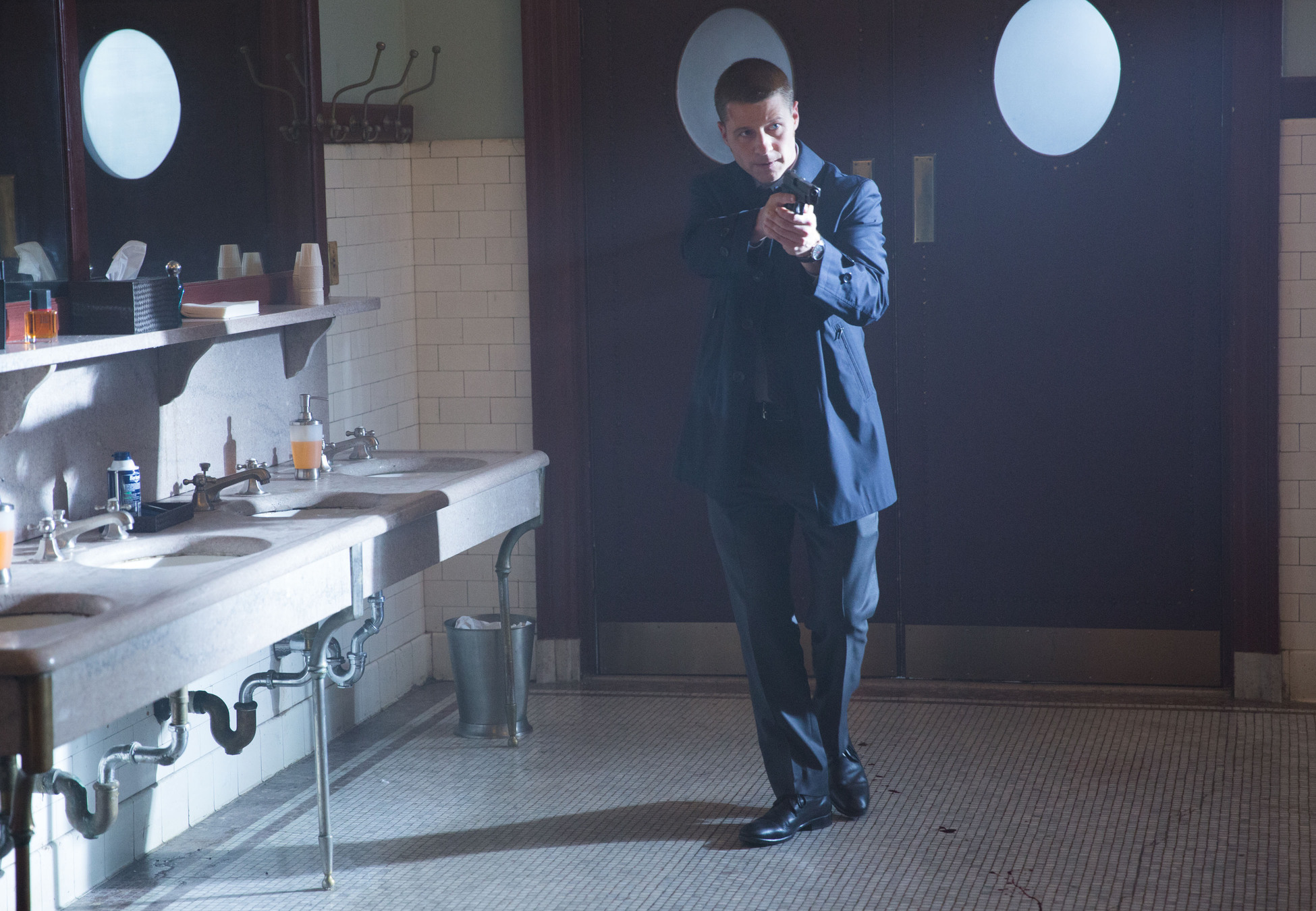 Gotham: Ben McKenzie interpreta il detective Gordon nell'episodio La maschera