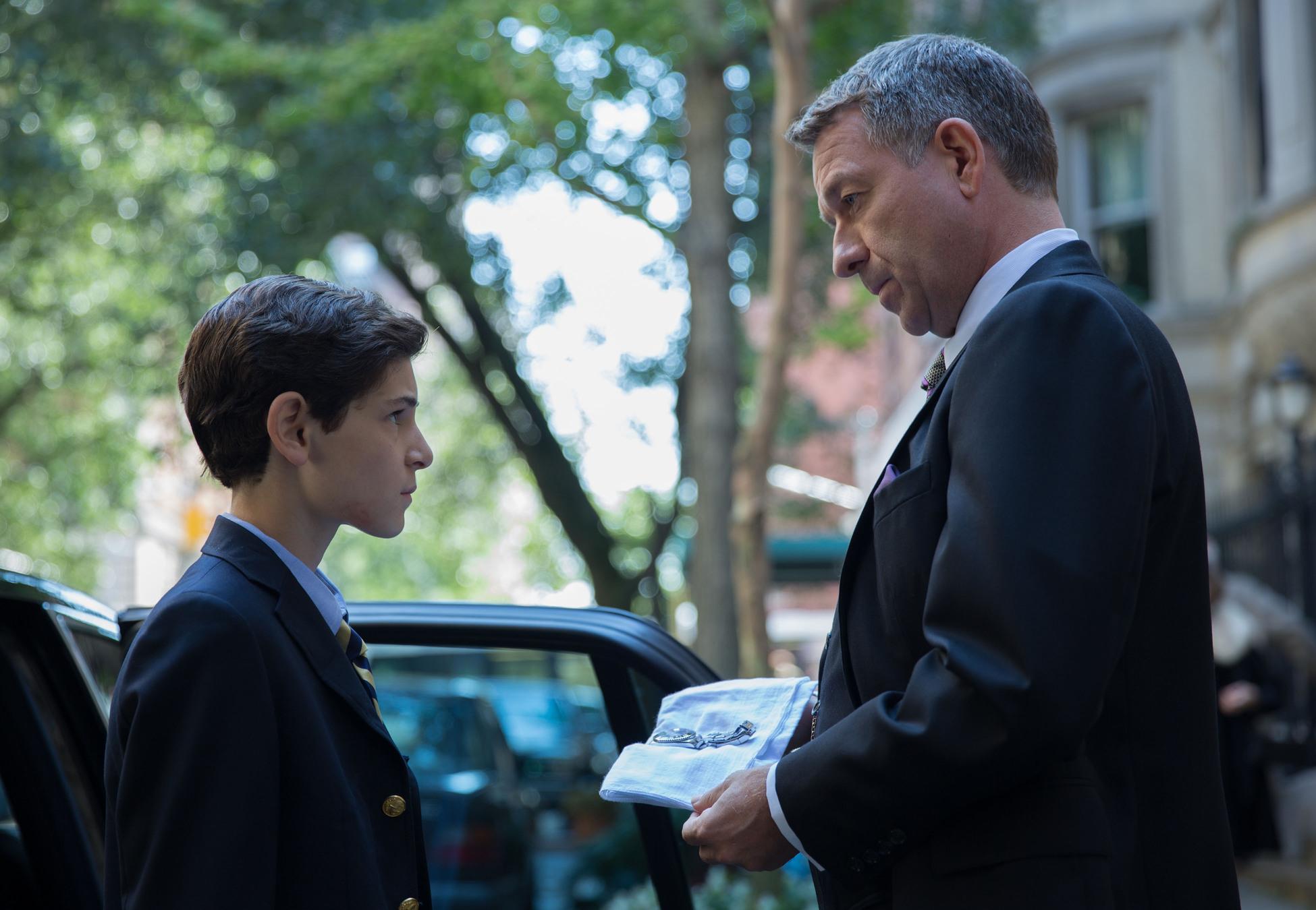 Gotham: David Mazouz e Sean Pertwee nell'episodio intitolato La maschera