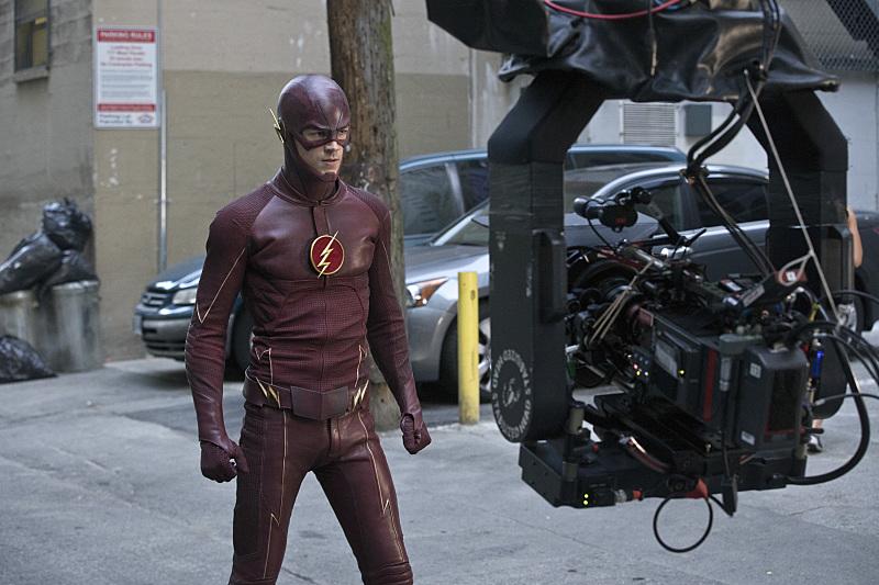 The Flash: Grant Gustin sul set dell'episodio intitolato Plastique