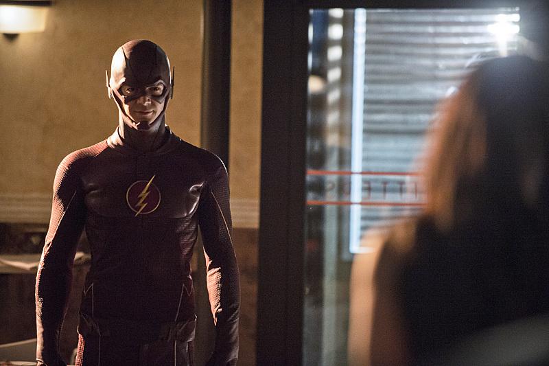 The Flash: Grant Gustin interpreta Barry Allen in Plastique
