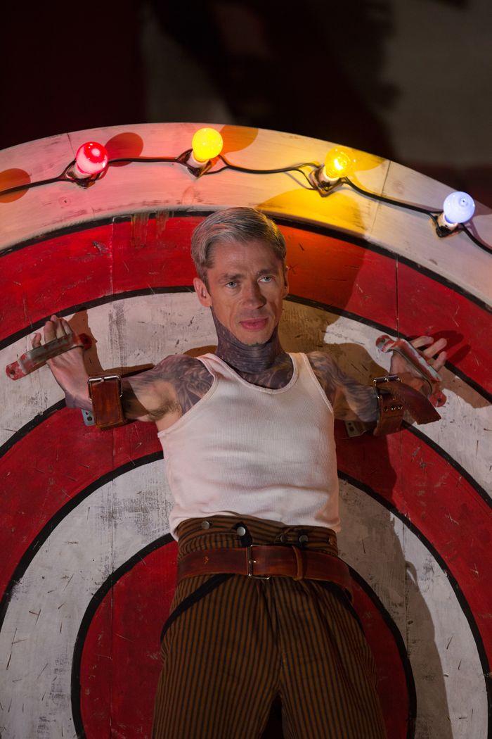 American Horror Story Freak Show: l'attore Mat Fraser nell'episodio Bullseye