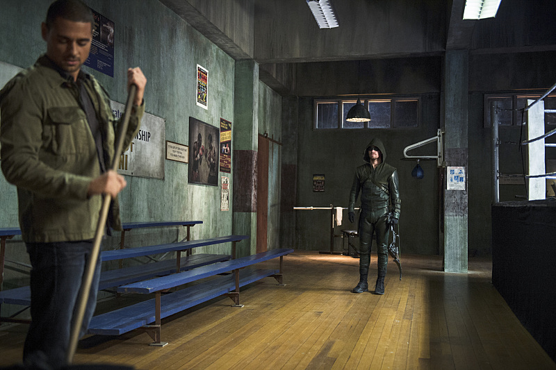 Arrow: J.R. Ramirez e Stephen Amell in Guilty