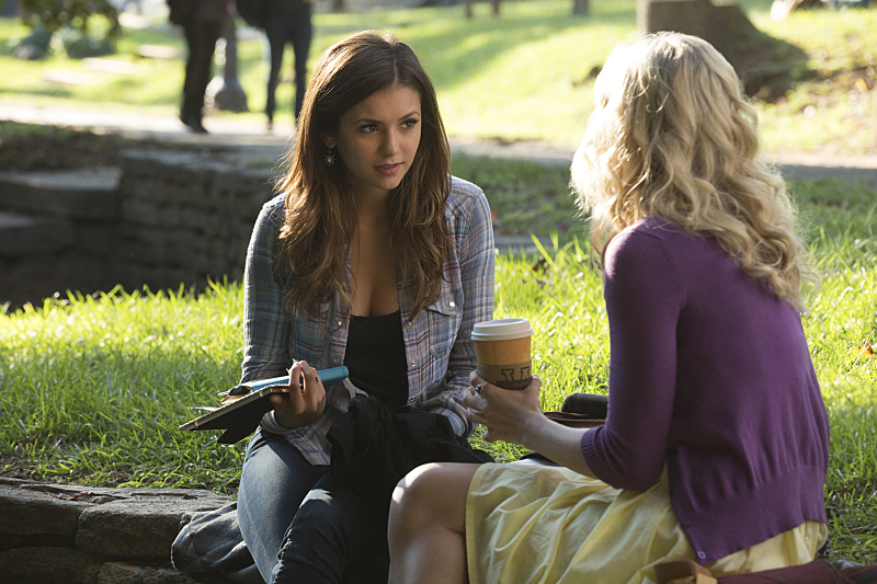 The Vampire Diaries: Nina Dobrev e Candice Accola in Do You Remember the First Time?
