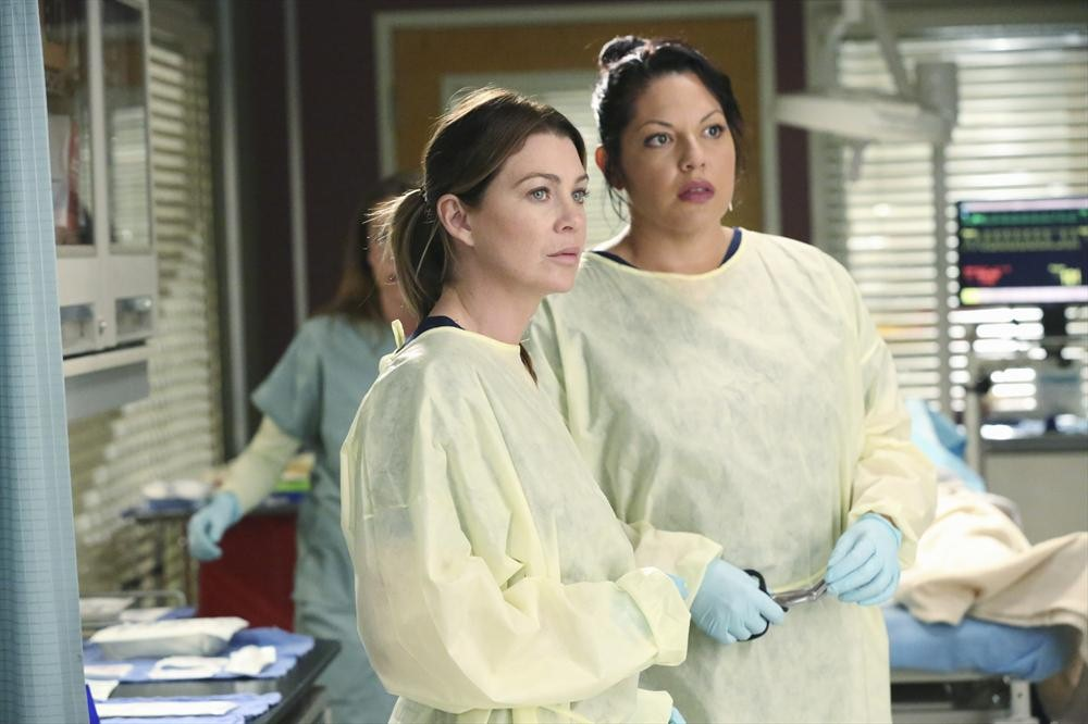 Grey's Anatomy: Ellen Pompeo e Sara Ramirez in una scena di Could We Start Again, Please?