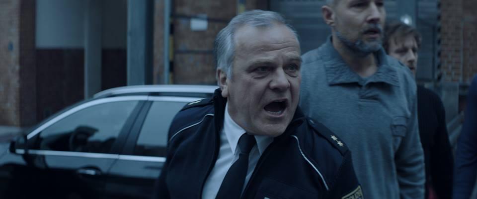 The Kings Surrender: Bernhard Schütz in una scena del film poliziesco