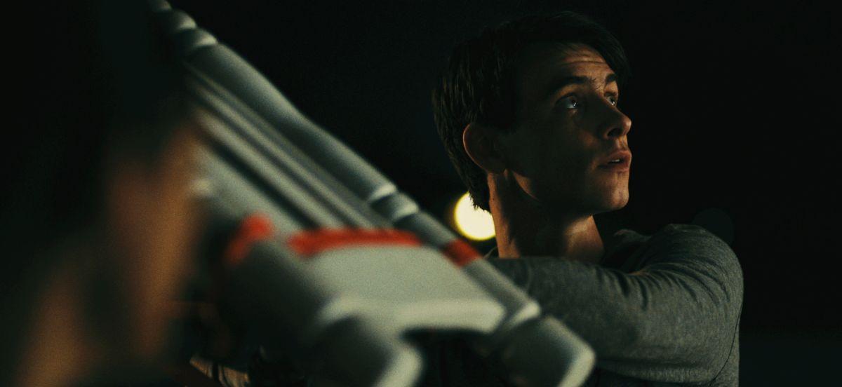 Big Significant Things: il protagonista Harry Lloyd in una scena del film