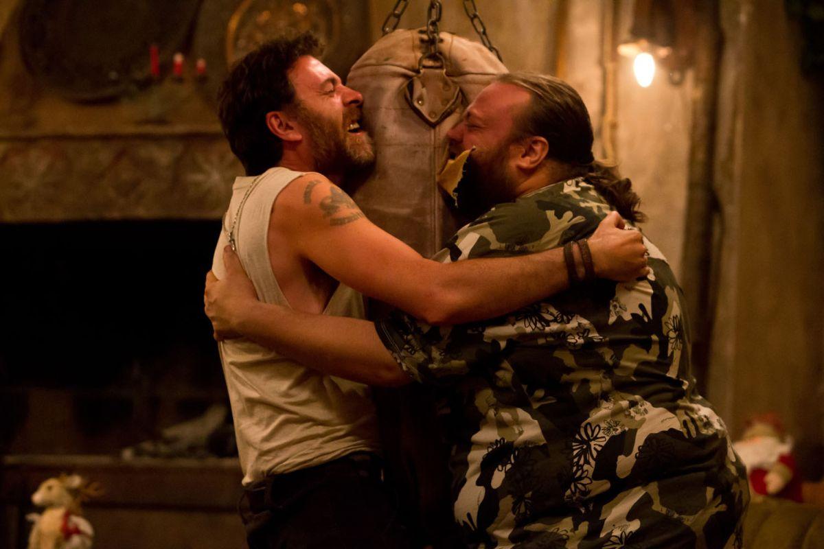 Ogni maledetto Natale: Valerio Mastandrea insieme a Stefano Fresi in una curiosa immagine del film