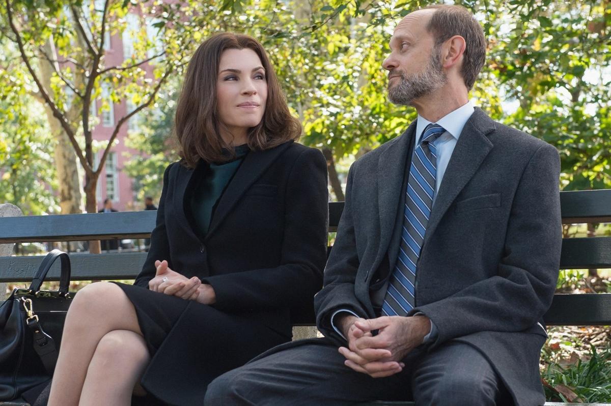 The Good Wife: Julianna Margulies e David Hyde Pierce in una scena di Sticky Content