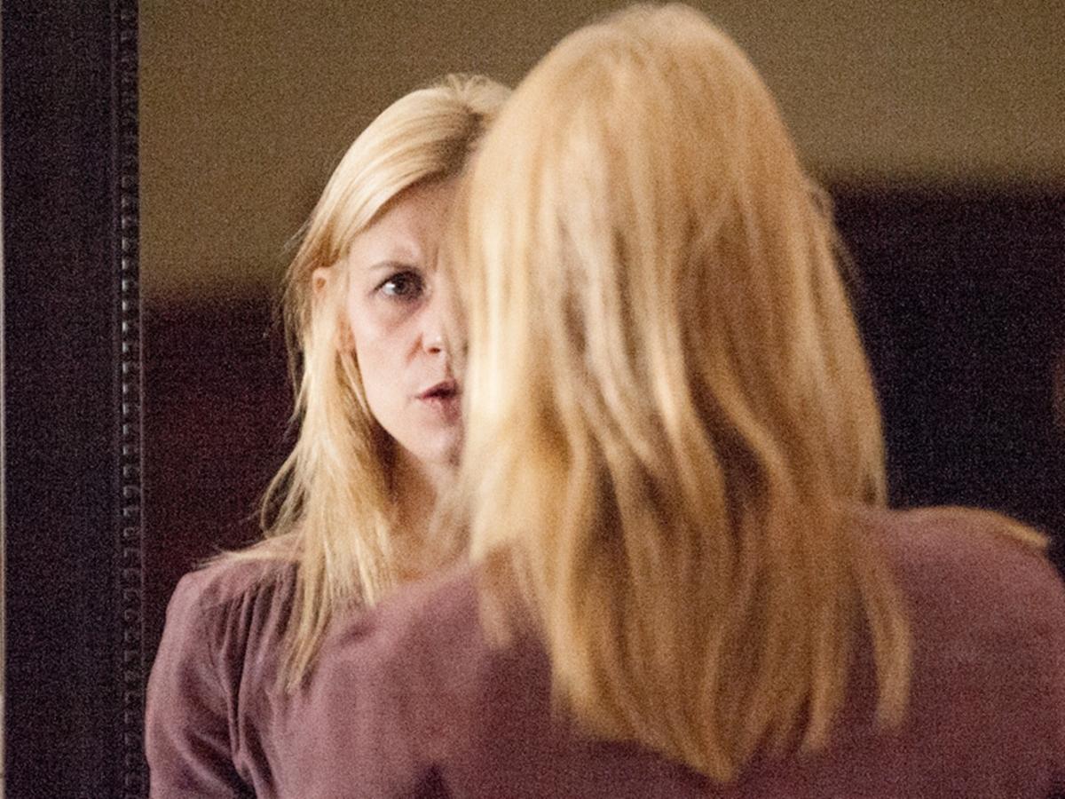 Homeland: l'attrice Claire Danes in una scena dell'episodio Halfway to a Donut