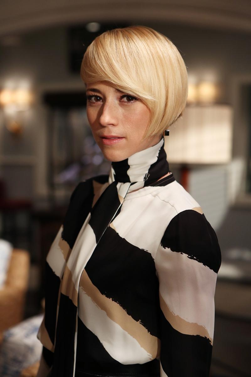 Revenge: l'attrice Karine Vanasse nell'episodio intitolato Contact