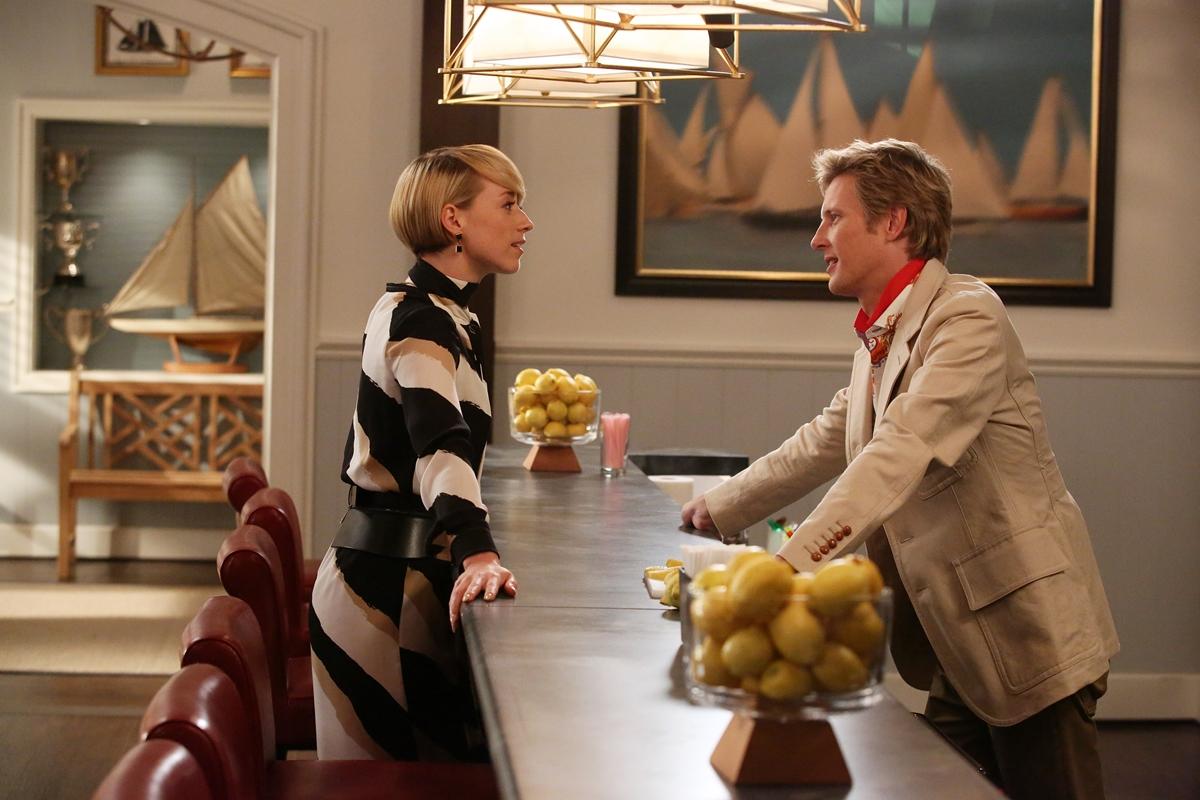 Revenge: Karine Vanasse e Gabriel Mann in una scena dell'episodio intitolato Contact