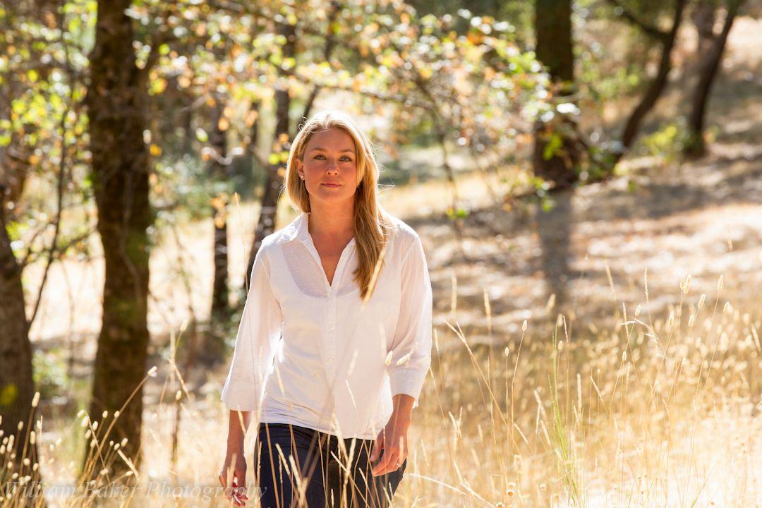 Finding Happiness - Vivere la felicità: Elisabeth Rohm nei panni di Juliet in una scena del documentario