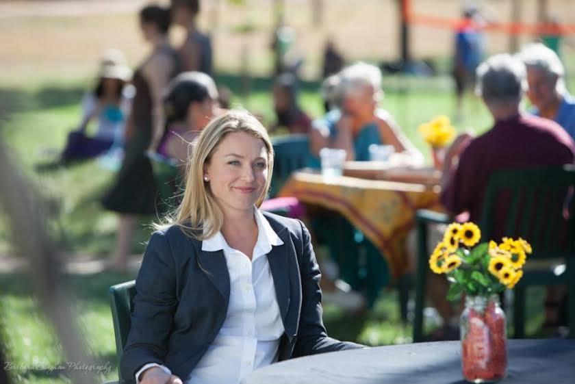 Finding Happiness - Vivere la felicità: Elisabeth Rohm in una scena del documentario