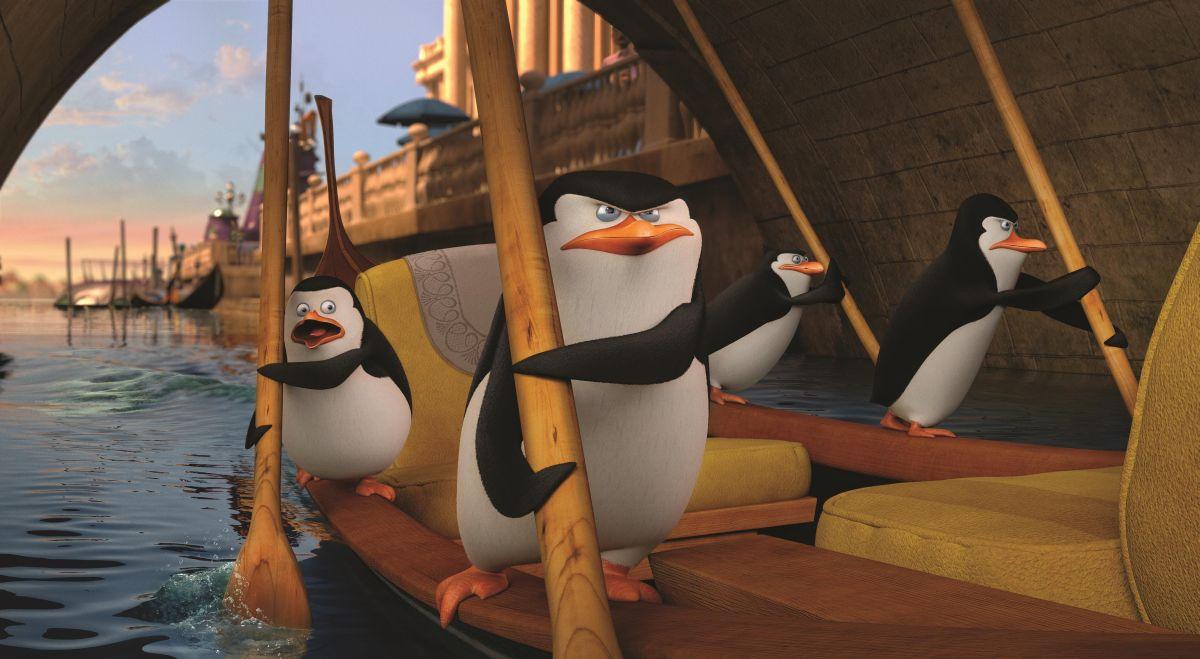 I pinguini di Madagascar: Skipper, Kowalski, Rico e Soldato in una scena a Venezia