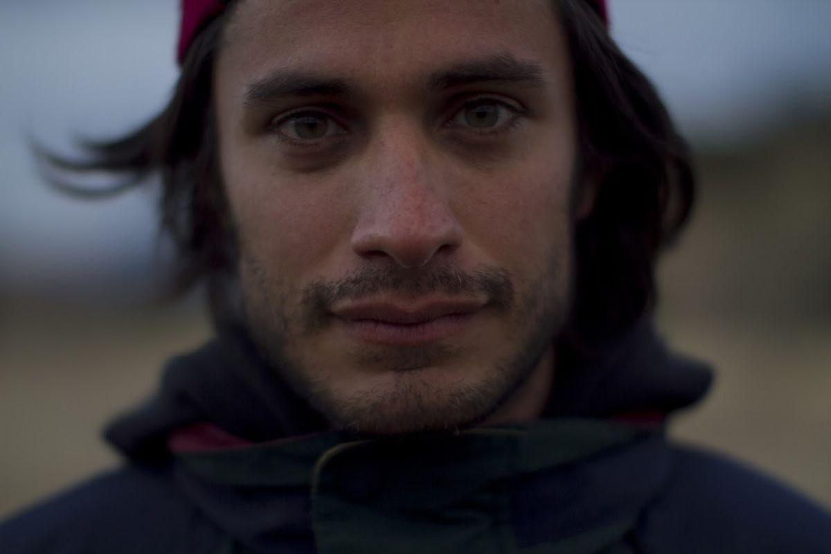 Chi è Dayani Cristal?: un primo piano di Gael Garcia Bernal tratto dal film
