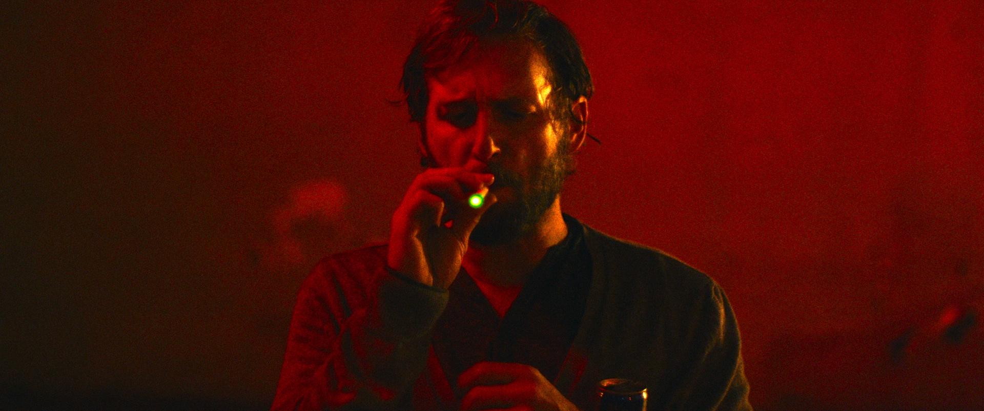 The Mend: Josh Lucas in una scena