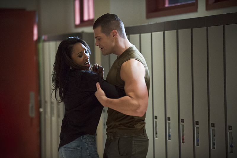 The Flash: Candice Patton e Greg Finley in The Flash Is Born