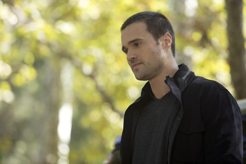 Agents of S.H.I.E.L.D.: Brett Dalton in una scena di The Things We Bury
