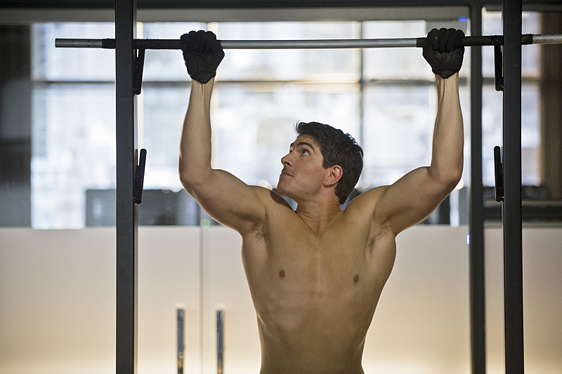 Arrow: l'attore Brandon Routh in una scena dell'episodio Draw Back Your Bow