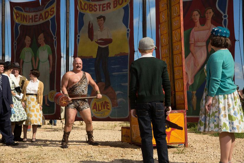 American Horror Story Freak Show: Michael Chiklis in una scena dell'episodio Test of Strength