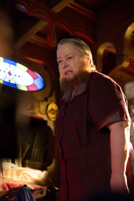 American Horror Story Freak Show: l'attrice Kathy Bates nell'episodio intitolato Test of Strength