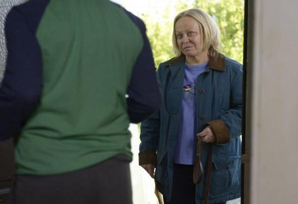 Gracepoint: Jacki Weaver in una scena dell'ottavo episodio