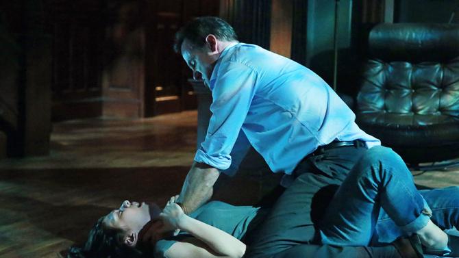 How To Get Away With Murder: Katie Findlay e Tom Verica in una scena dell'episodio Kill Me, Kill Me, Kill Me