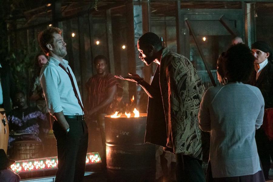 Constantine: Matt Ryan e Michael James Shaw in una scena dell'episodio intitolato Danse Vaudou