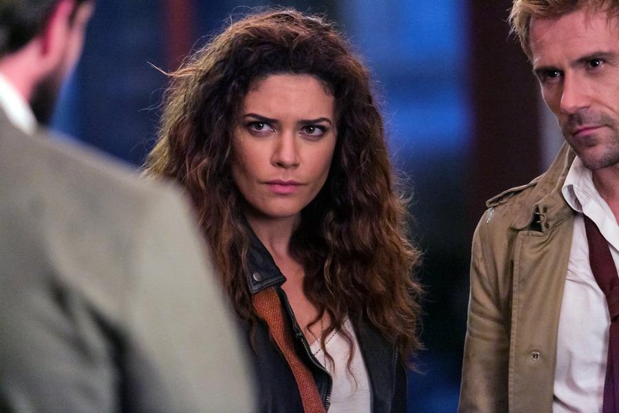 Constantine: i protagonisti Angélica Celaya e Matt Ryan in Danse Vaudou