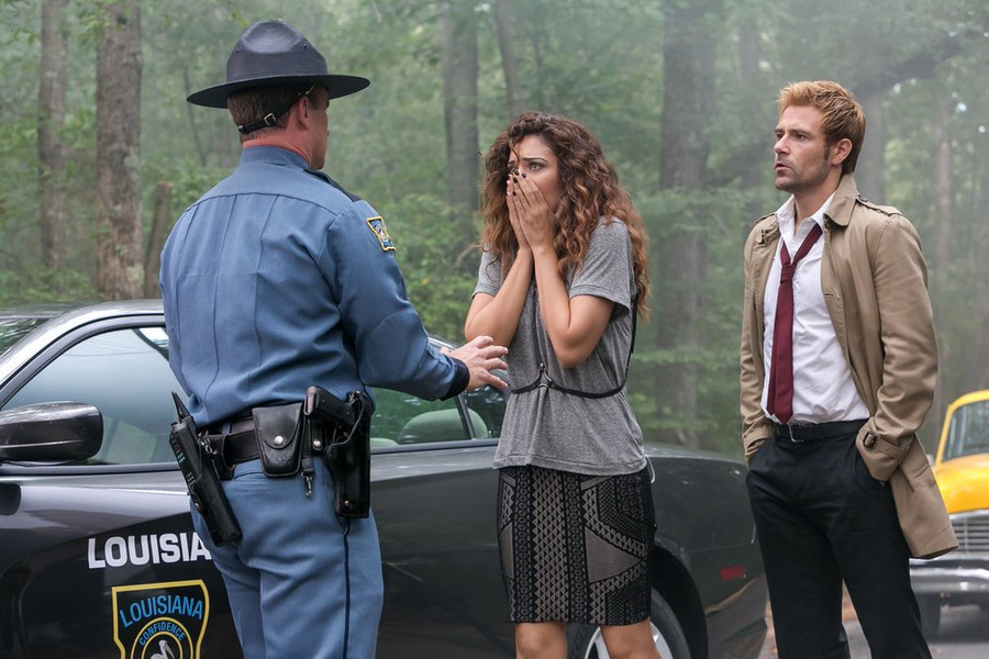 Constantine: Angélica Celaya e Matt Ryan in una scena dell'episodio Danse Vaudou