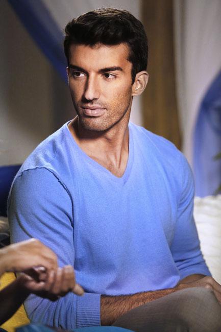 Jane the Virgin: l'attore Justin Baldoni interpreta Rafael Solano in Chapter Seven