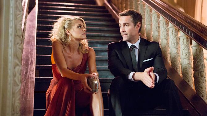 Benched: Jay Harrington e Eliza Coupe in un'immagine della prima stagione