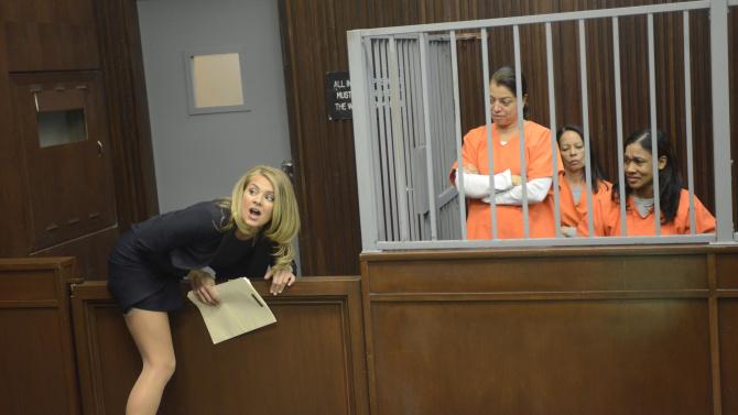 Benched: un'immagine di Eliza Coupe nella prima stagione