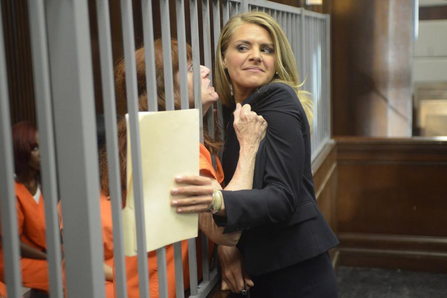 Benched: Eliza Coupe in un'immagine della prima stagione