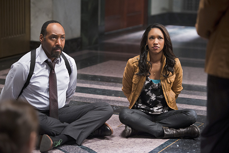 The Flash: Jesse L. Martin e Candice Patton interpretano Joe e Iris West in Power Outage