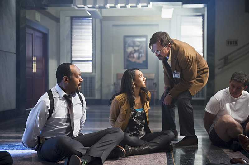 The Flash: Jesse L. Martin, Candice Patton e Robert Knepper in Power Outage